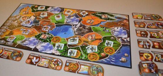 Afbeelding van een spelimpressie van de basiseditie van het Small World bordspel