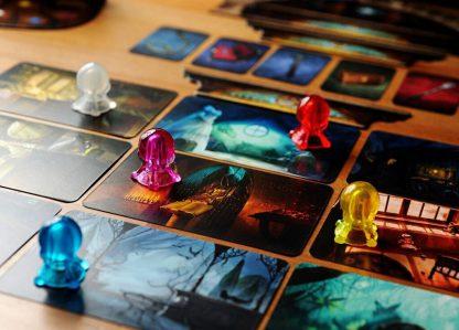 Afbeelding van de spelonderdelen van het Mysterium bordspel