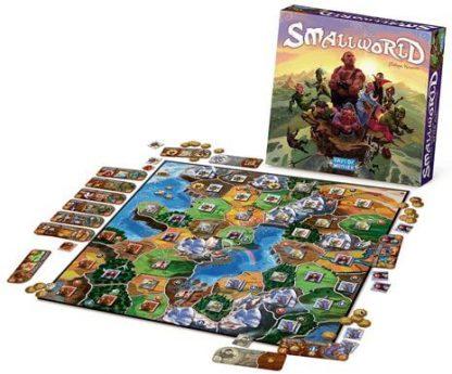 Afbeelding van het speelbord en attributen van de basiseditie van het Small World bordspel