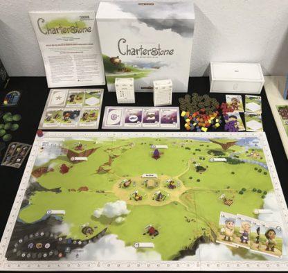 Afbeelding van het speelbord en toebehoren van het Charterstone bordspel