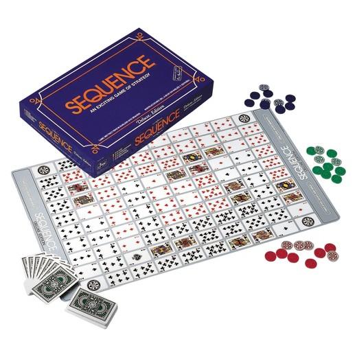 Speelbord en fiches van de Nederlandse versie van het bordspel Sequence Deluxe