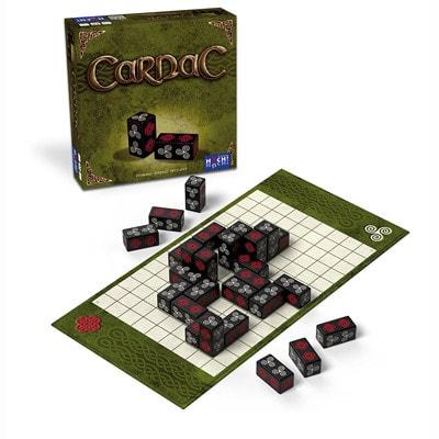 Afbeelding van de speldoos en attributen van het bordspel Carnac