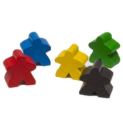 Productfoto van Meeples onderdelen in het blauw, geel, groen, zwart en rood met Witte achtergrond